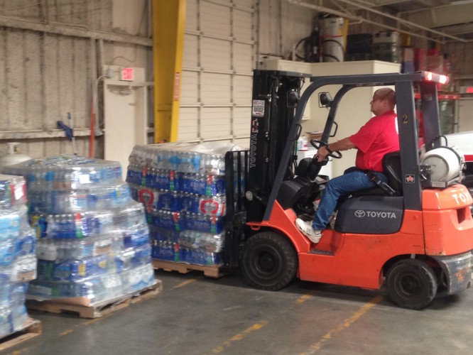 Jackson MS Provides Emergency Water to the City